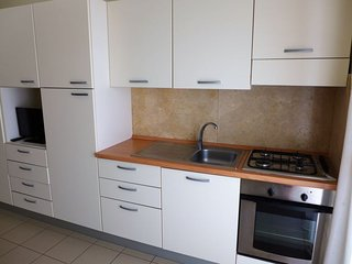 Montepagano Apartment Sleeps 5 with Pool Air Con and WiFi - 5055035