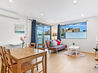 Cosy 2 Bed APT in Waterloo + FREE PARKING  | 5 mins Drive to SYD CBD