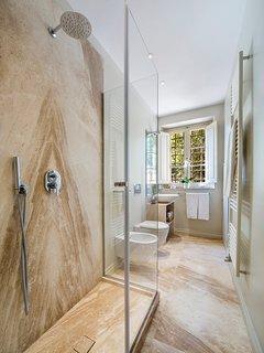 Bathroom 3 (ensuite)