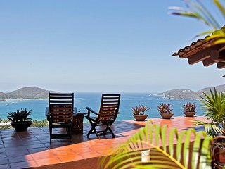 VILLA ESTRELLA DEL MAR (Casa Zih 3): A Panoramic Vista above Playa la Ropa