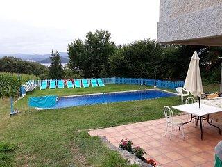 Apartamento en samieira compartido con mas viviendas jardín y piscina