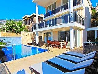 Kalkan Villa Sleeps 10 with Pool and Air Con - 5433431
