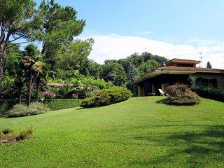 1 bedroom Villa in Porto Valtravaglia, Lombardy, Italy : ref 5651396