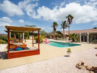 Kas Amigu, comfort studios, pool, tropical garden, near flamingoes salt pans