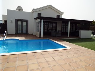 Private 2 bedroom villa Playa Blanca Heated pool Wifi Hot Tub Pool table Aircon