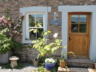 Sky Cottage, a beautiful, cosy, well equipped, home from home. Pub 200 yards!