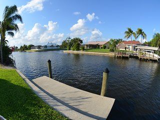 GULF ACCESS 2 BEDROOM 2 BATH COTTAGE/DUPLEX,POOL/BOAT DOCK, DOWN TOWN