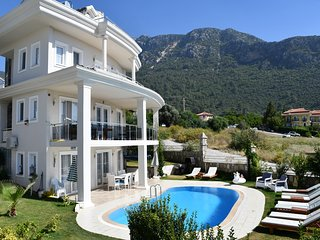 PRIVATE 5 BEDROOM VILLA IN OLUDENIZ