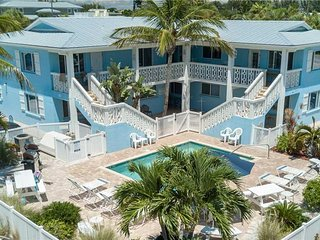 Relaxing 1BR/1BA Beachside Getaway, Close to Beach w/ Shared Heated Pool
