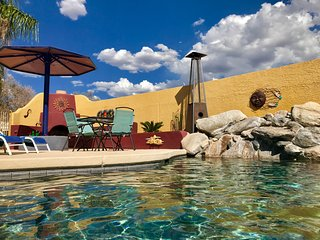 Windfeather Resort - SUNRISE Room - Pool, Hot Tub & Ramada with Kitchen