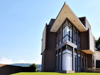 Kingsford Residences - 2 BR Luxury Apartment with mountain view in Nuwara Eliya