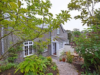 Wild Rose Cottage - Picturesque Conservation Village location