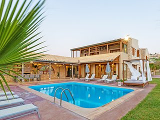 Beach villa with pool near Rethymno no car needed