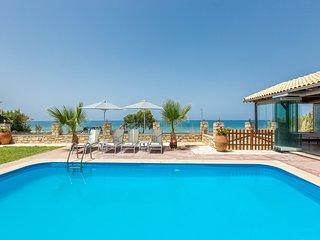 Beach villa with pool near Rethymno no car needed