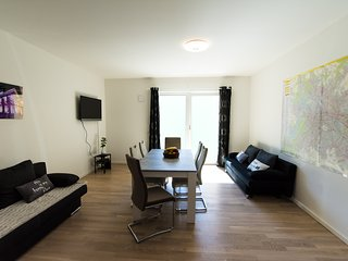 Private apartment 90m², 10 min to main station, bath & shower