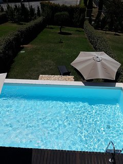 Modern 3 Bedroom 3 Bathroom Townhouse with pool, a/c and WiFi near to Strip