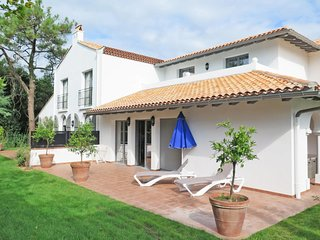 Biarritz Holiday Home Sleeps 5 with Pool and WiFi - 5653211