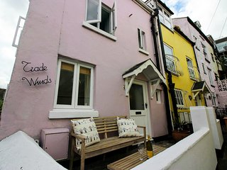"""A charming fisherman's cottage, close to harbour with beautiful sea views"""