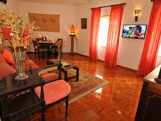 APARTMENT IN THE HISTORIC CENTER CASCAIS, 90m Beaches (Very Quiet Street)