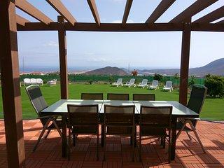 Stunning 5 bedroom villa, sleeps 12 with stunning views