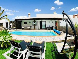 Villa Mariola con piscina privada en Playa Blanca