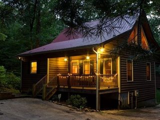 Knotty Pine ( 3 Bedroom cabin )