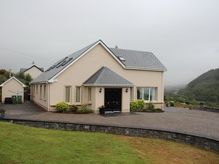 Sea View's  6 BR Home -  sleeps 14  Free WiFi/Parking - 5 min. walk to village