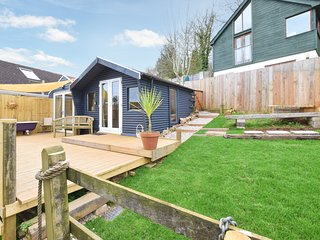Dart View Cabin - Set in its own private area of garden with Decking