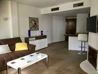 Luxury Punta Prima Apt in quiet gated community Beach/Bars/Restaurants 450 mtrs.