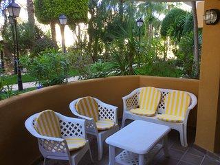 Luxury Punta Prima Apt in quiet gated community Beach/Bars/Restaurants 450 mtrs.