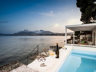 Charming design house on the sea, with pool