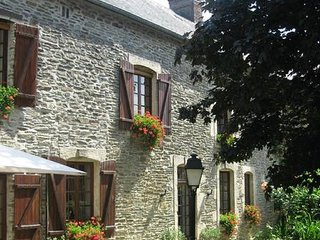 La Ferme du Pressoir B&B.      Please note  :  Prices are per room !!!