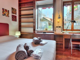 Elegante suite con balcone, a/c e wi-fi in pieno centro con vista Duomo