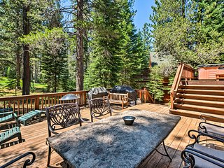 Truckee Golf Course Home w/Hot Tub & Spacious Deck