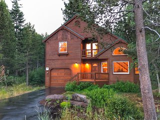 Pet-Friendly Tahoe Donner Delight With Hot Tub!