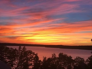 Last Minute Opening Oct 14-21 Cottage,  Minutes from Acadia