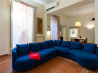 Spacious apartment close to the center of Naples with Internet