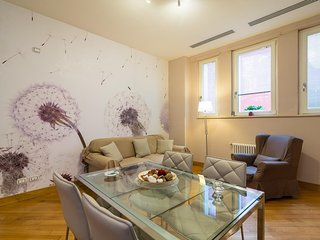 Spacious apartment in the center of Naples with Lift, Internet, Washing machine,