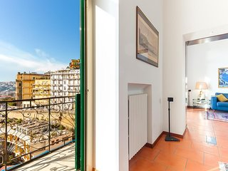 Spacious apartment in the center of Naples with Lift, Internet