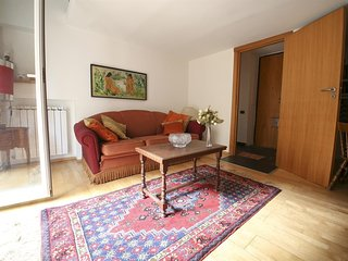 Cozy apartment very close to the centre of Naples with Lift, Internet, Air condi
