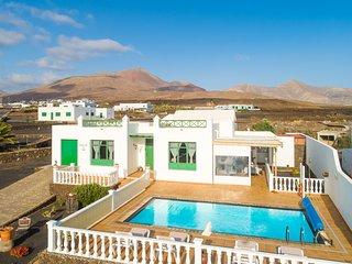 Villa Sol y Mar: Large Heated Private Pool, Sea Views, WiFi