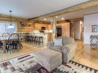 Lakefront cabin with private hot tub and stunning lake views!