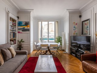 Veeve - Balcony Bliss steps from the Bois de Boulogne