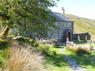 Hafod y Rhedrwydd is a cosy, detached cottage in the Snowdonia National Park