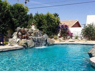 Desert Daydream! High-Class Hacienda w/ Lagoon-Style Saltwater Pool & Spa