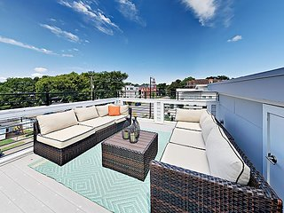 Brand-New High-End 2BR Townhouse w/ Rooftop Deck