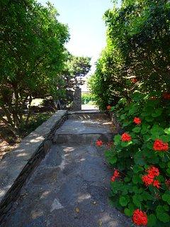 Ingresso dal giardino privato