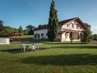 Le Domaine Basque - Location au Pays Basque 18 personnes.