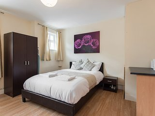 Greater London | Studio | Zone 6 | aprox. 35 mins to Charing Cross Station