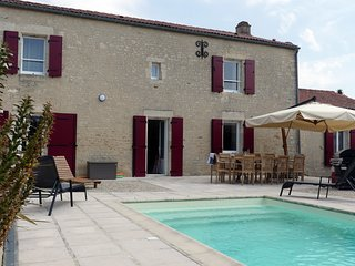 Residence des Papillons with heated pool & gardens in the Vendee